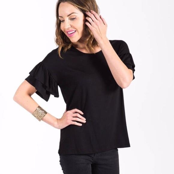 ab9232ffaf92e0 NWT Agnes   Dora Black Frill Sleeve Top